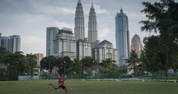 Cityscape with Petronas Towers in the background, Kuala Lumpur. Image: James Tye.