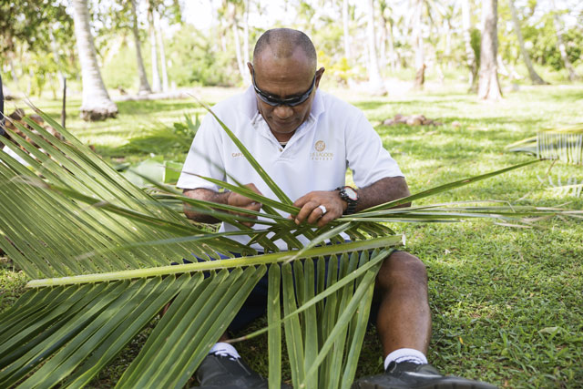 Palm-weaving. Image: Chris van Hove